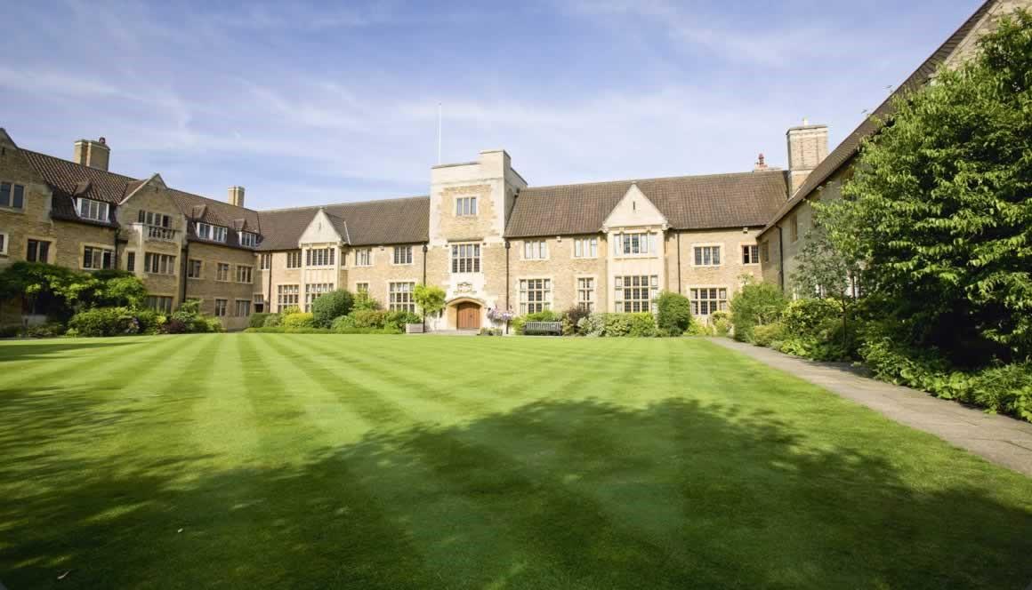 Khuôn viên của Cao đẳng Bellerbys tại Cambridge