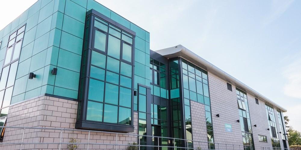 Trường cao đẳng công lập lớn nhất xứ Wales