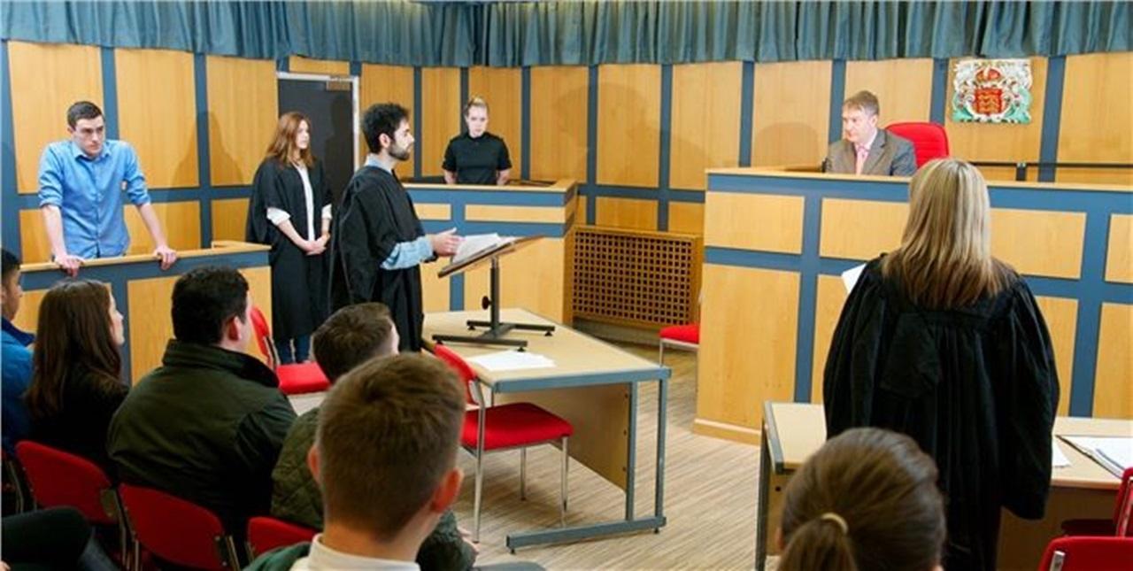 Phòng tòa án