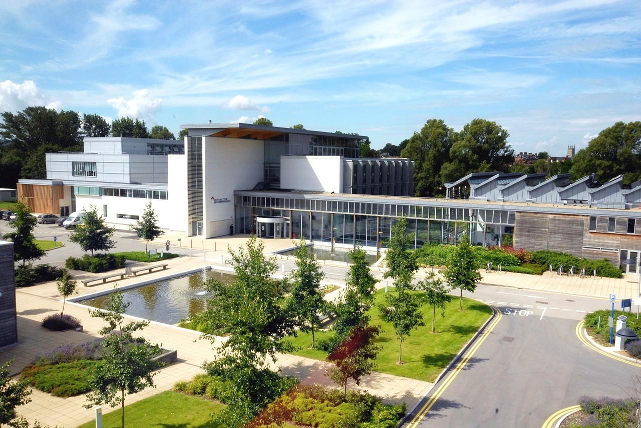 Đây là khu học xá Oxstalls của Đại học Gloucestershire – Nơi bạn sẽ theo học chương trình MBA